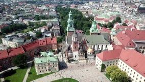 Widok z lotu ptaka Krakow Polska, Wawel kasztel w pięknym słonecznym dniu, - zbiory wideo