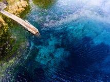 Widok z lotu ptaka krasu jezioro wymieniał Goluboye Ozero Obraz Royalty Free