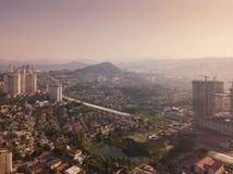 Widok z lotu ptaka Kuala Lumpur śródmieście, Malezja Mieszkaniowi domy gromadzcy w miastowym mieście w Azja Budynki przy południe obrazy royalty free