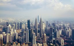 Widok z lotu ptaka Kuala Lumpur śródmieście, Malezja Pieniężny okręg i centra biznesu w mądrze miastowym mieście w Azja drapacz c zdjęcia stock