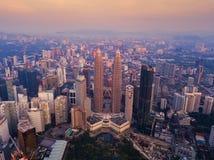 Widok z lotu ptaka Kuala Lumpur śródmieście, Malezja Pieniężny okręg i centra biznesu w mądrze miastowym mieście w Azja drapacz c fotografia stock