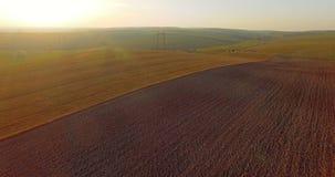 Widok z lotu ptaka kultywujący pola wśród zadziwiać krajobrazy 4K zbiory wideo