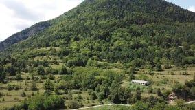 Widok z lotu ptaka las i pole w Pyrenean, Francja zbiory wideo