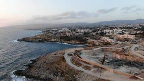 widok z lotu ptaka Lata? nad wysp? Krajobraz Morze ?r?dziemnomorskie i brzegowy Cypr Miasto kurort Trutnia punkt zdjęcie wideo