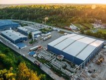 Widok z lotu ptaka, logistyki lub ześrodkowywamy od above Widok z lotu ptaka przemysłowi budynki Obrazy Royalty Free