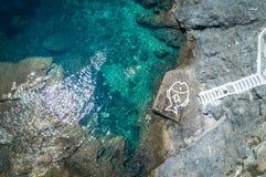 Widok z lotu ptaka ludzie Pływa na Greckich wyspach Obrazy Royalty Free