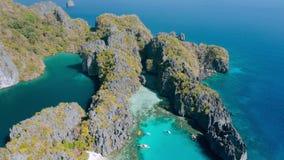 Widok z lotu ptaka mała i duża laguna na Miniloc wyspie el, Palawan Filipiny Wapień rockowa formacja przerastająca zbiory