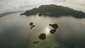 Widok z lotu ptaka małe wyspy Siete Pecados blisko w Coron zatoce PALAWAN overcast zbiory