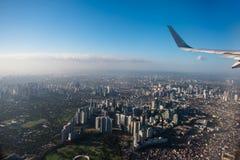Widok z lotu ptaka Makati miasto, Filipiny od nadokiennego siedzenia obrazy royalty free