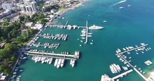 Widok z lotu ptaka marina w Budva miasteczku