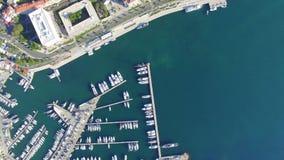 Widok z lotu ptaka marina w rozłamu zdjęcie wideo