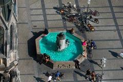 Widok z lotu ptaka Mary Kwadratowy Marienplatz Ryby fontanna zdjęcie royalty free