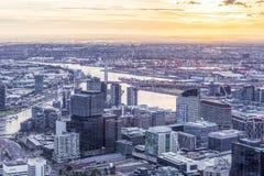 Widok z lotu ptaka Melbourne CBD przy zmierzchem Zdjęcie Stock
