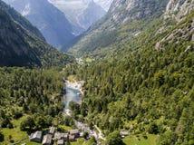 Widok z lotu ptaka Mello dolina dolina otaczająca granitowymi górami i lasowi drzewa, przemianowywał małego włocha Yosemite Fotografia Royalty Free