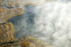 Widok z lotu ptaka mgła w jesieni nad wyspami i wzgórze północ Portlandzki Maine obraz stock