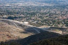 Widok Z Lotu Ptaka miasto Claremont, Ontario, wyż, Rancho Cucamonga, Montclair i Pomona od Kartoflanej góry, góra Baldy fotografia royalty free
