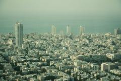 Widok z lotu ptaka miasto Tel Aviv, Izrael na mgławym dniu Zdjęcia Stock