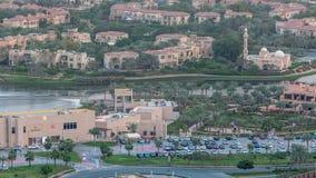 Widok z lotu ptaka mieszkanie wille w Dubaj miasta timelapse i domy, Zjednoczone Emiraty Arabskie zbiory