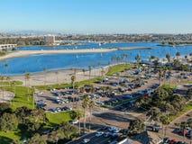 Widok z lotu ptaka misji pla?e w San Diego & zatoka, Kalifornia USA obrazy stock