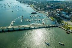 Widok z lotu ptaka most lwy w Świątobliwym Augustine, Floryda fotografia stock