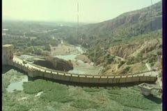 Widok z lotu ptaka most przez górę zbiory