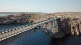 Widok z lotu ptaka most wyspa Pag, Chorwacja, droga Faleza przegapia morze zbiory