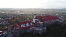 Widok z lotu ptaka Mukachevo kasztel Palanok, Ukraina zbiory wideo
