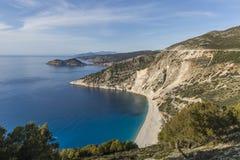 Widok z lotu ptaka Myrtos plaża best na Kefalonia wyspie w całym Grecja i zdjęcie royalty free