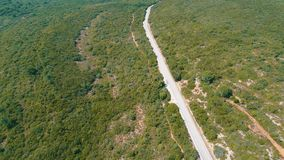 Widok Z Lotu Ptaka na drodze na zboczu zdjęcie wideo