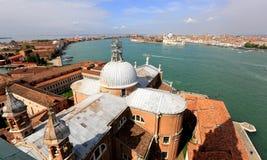 Widok z lotu ptaka na kanał grande od San Giorgio Maggiore dzwonkowy wierza w Wenecja Fotografia Stock