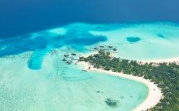 Widok z lotu ptaka na Maldives wyspie, Raa atol obraz stock