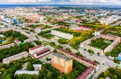 Widok z lotu ptaka na mieszkaniowego okręgu i hotelu mieście Obrazy Stock
