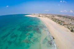 Widok z lotu ptaka na piasek diunach w Chaves plaży Praia De Chaves w Bo zdjęcie stock