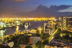 Widok z lotu ptaka na porcie Hamburg przy wieczór Zdjęcia Stock