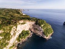 Widok z lotu ptaka na skałach i oceanie Fotografia Stock