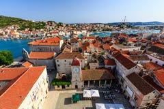 Widok Z Lotu Ptaka na Trogir i ono Głównym Placem jest Fotografia Royalty Free