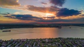 Widok z lotu ptaka na zmierzchu nad Brooklyn, Miasto Nowy Jork Timelapse dronelapse zbiory wideo
