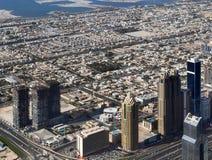 Widok z lotu ptaka nad centrum miasta Dubai na s?onecznym dniu zdjęcie stock