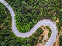 Widok z lotu ptaka nad halną drogą Zdjęcie Royalty Free