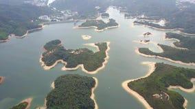 Widok z lotu ptaka nad Hong Kong Tai zwiania Chung rezerwuarem pod smokey pogodą zbiory