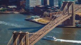 Widok z lotu ptaka nad mostem brooklyńskim Nowy Jork fotografia stock