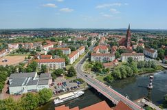 Widok z lotu ptaka nad pejzażem miejskim Rathenow z swój Havel rzeką i Obraz Royalty Free