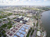 Widok Z Lotu Ptaka Nad rafineria ropy naftowej Zdjęcie Royalty Free