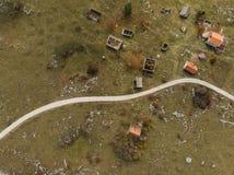 widok z lotu ptaka nad wioską niszczącą wojną na bałkanach, Bośnia zdjęcia stock