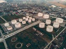 Widok z lotu ptaka Nafciani Składowi zbiorniki lub rezerwuary Rafineria ropy naftowej przemysł, ropy naftowe i zakład petrochemic obraz royalty free