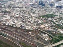 Widok Z Lotu Ptaka Newark, Nowy - dżersejowi linii horyzontu i linii kolejowej jardy fotografia stock