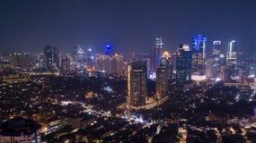 Widok z lotu ptaka nowożytni budynki biurowi przy nighttime w Dżakarta zdjęcie stock