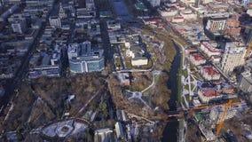 Widok z lotu ptaka nowożytny, czysty miasto z i klamerka Odgórny widok nowożytny miasto z zdjęcie wideo