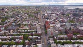 Widok z lotu ptaka Nowy Jork, Brooklyn, Dumbo Residental i pieniężni biznesowi budynki od above zdjęcie wideo