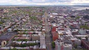 Widok z lotu ptaka Nowy Jork, Brooklyn, Dumbo Residental i pieniężni biznesowi budynki od above zbiory wideo